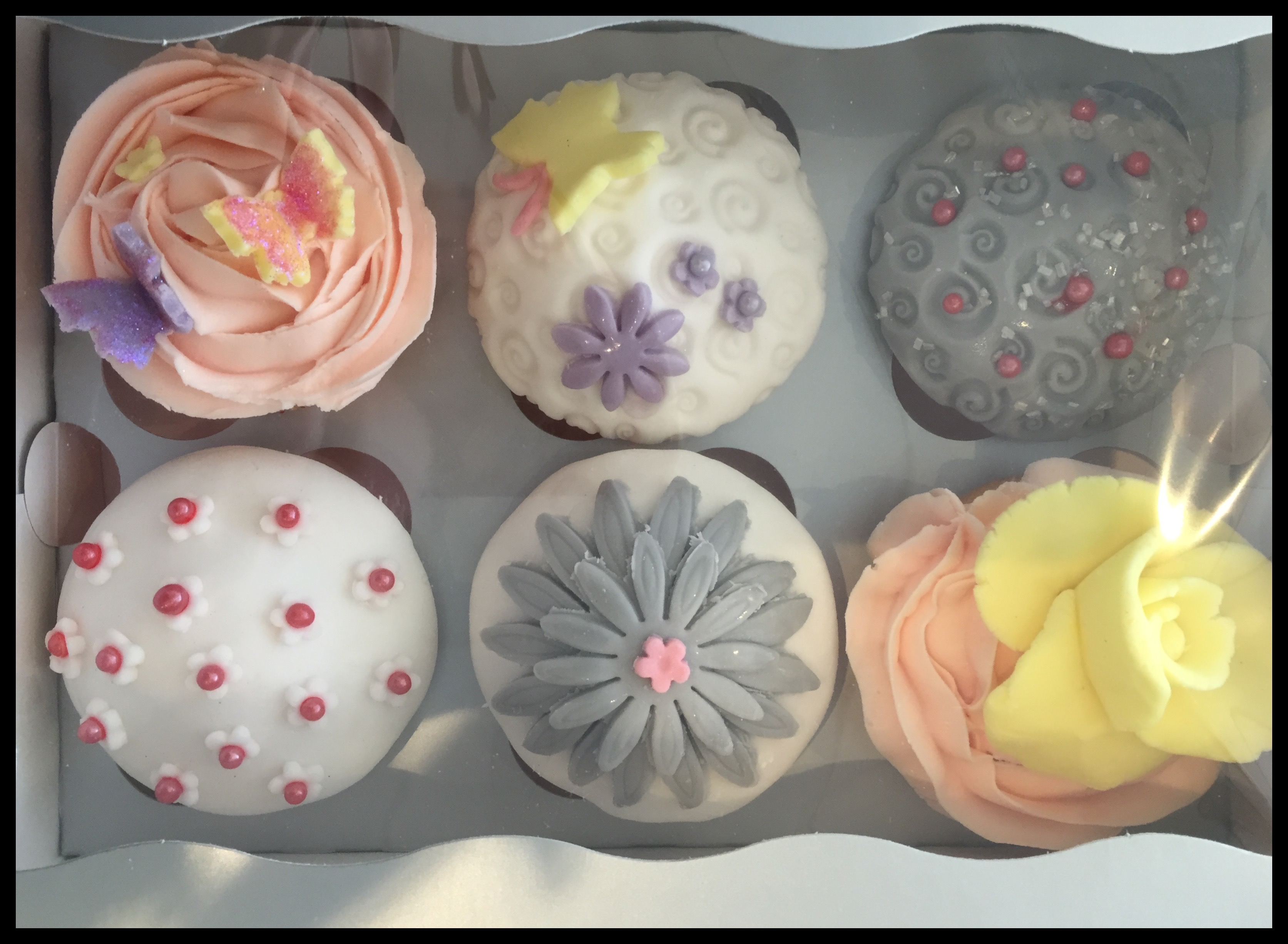 Cupcake Decorating Ideas Blog : Decorating cupcakes on a Sunday morning. Becci s blog