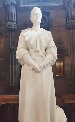 Enriqueta Rylands marble statue
